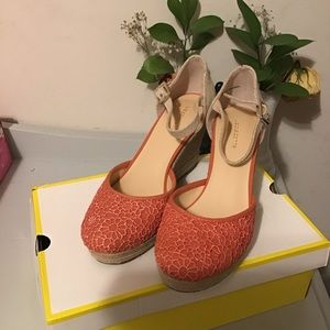 Adorable wedge shoes